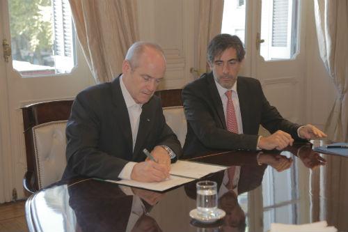 Michael Evans y Juan Pablo Trípodi_firma1