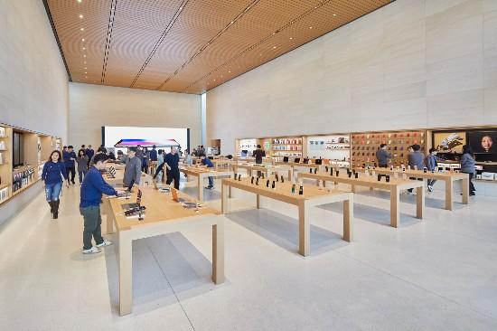 Seoul-Apple-Garosugil-In-Store-01242018 - Edited