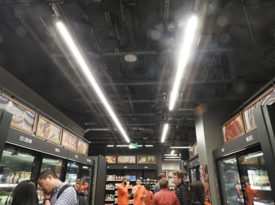 En el techo se pueden ver las cámaras