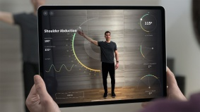 Apple_new-iPad-Pro-AR-screen-1_03182020