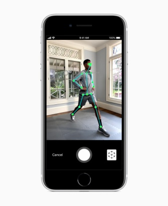 Apple_new-iphone-se-ar-screen_04152020